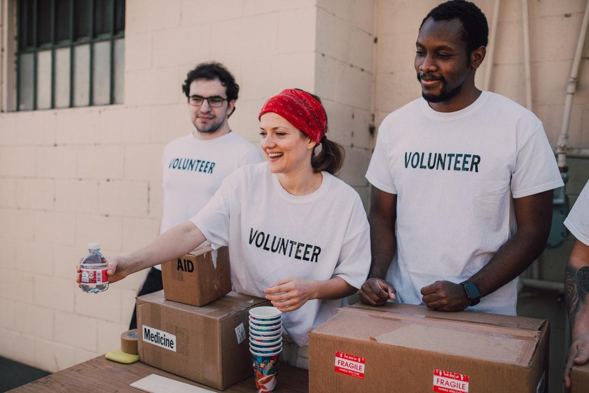 volunteer donating food aide